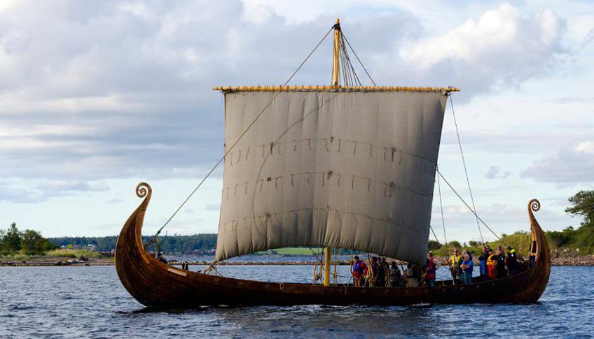 Реплика Усебергской ладьи викингов