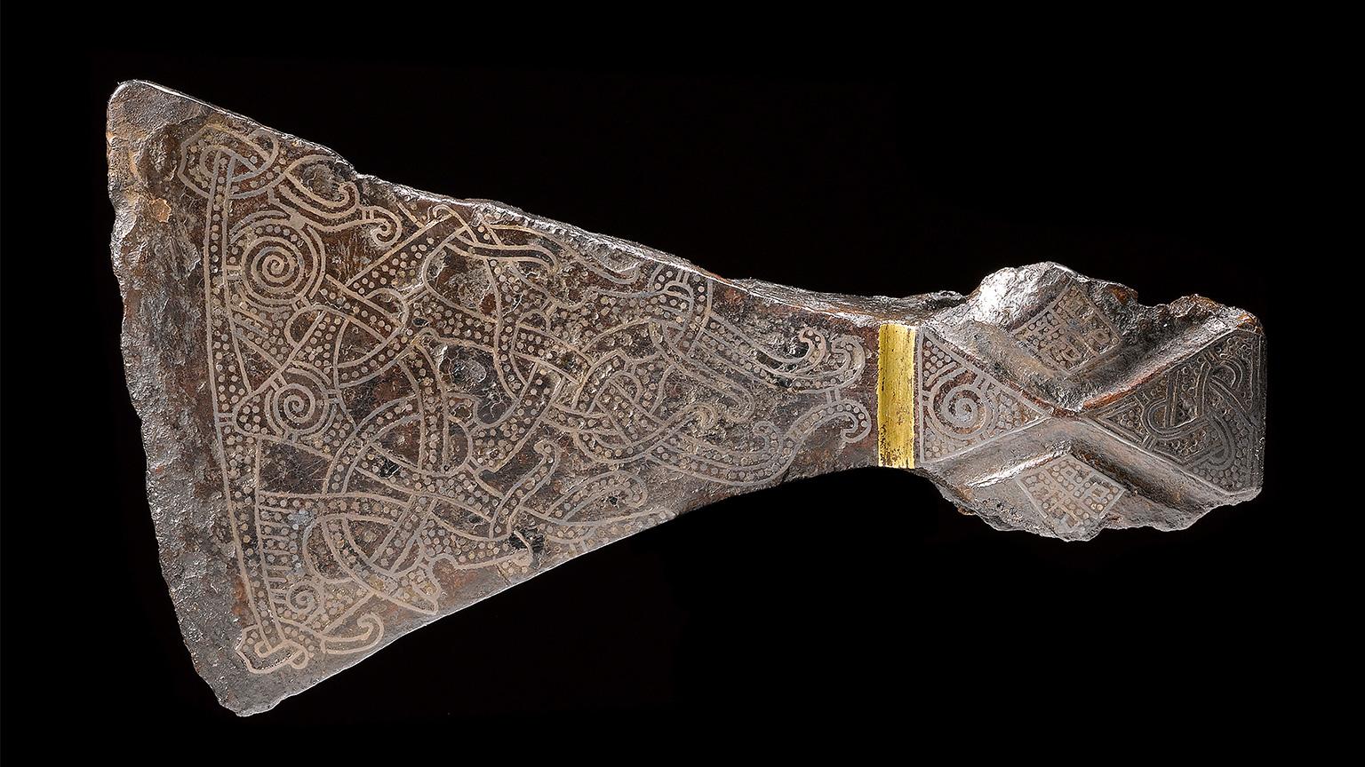 Самый известный топор викингов из захоронения Маммен. Считается, что был использован как ритуальное орудие, не в качестве боевого