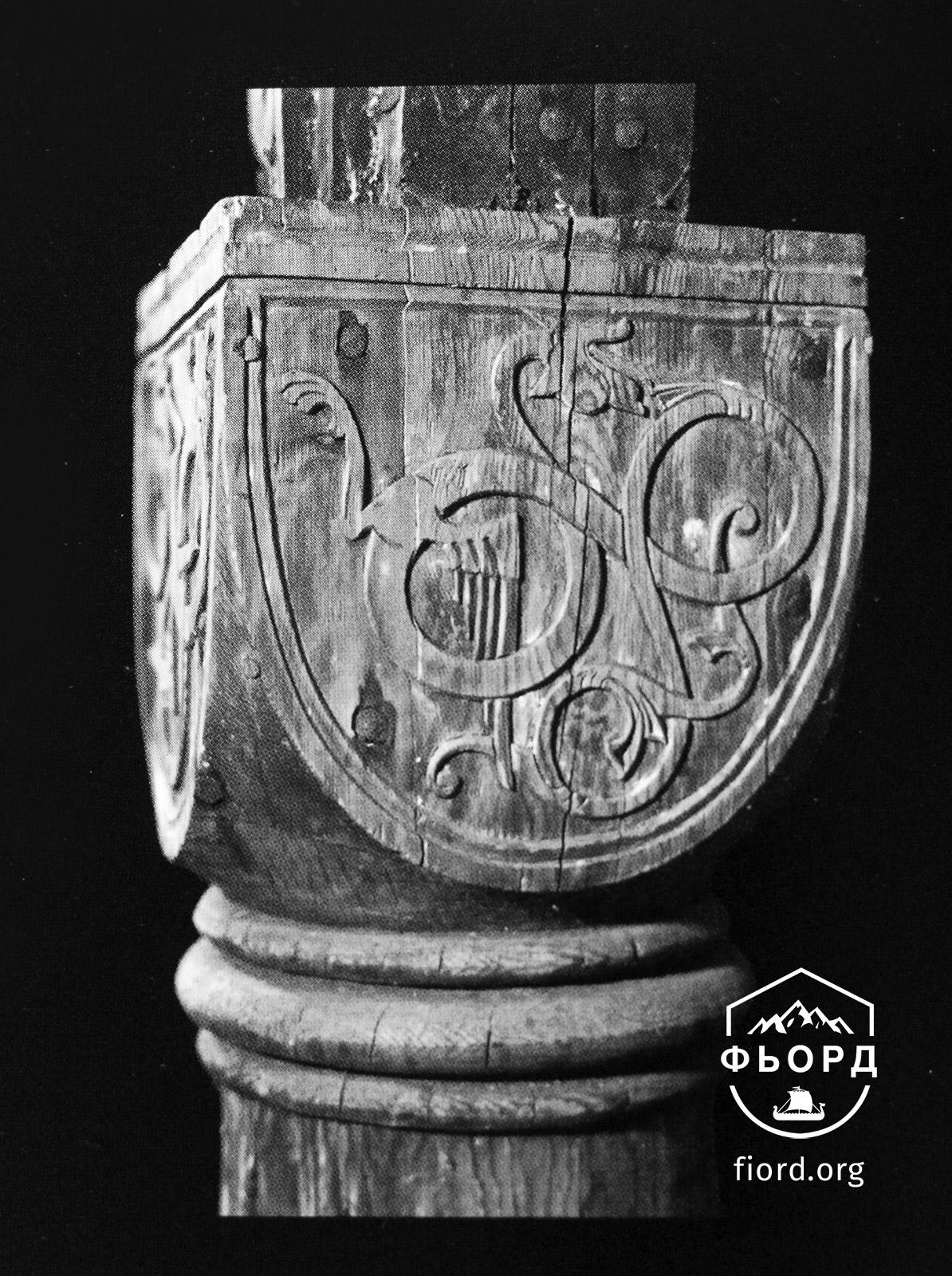 Столб из церкви Урнес, Норвегия. Смесь Романского стиля и мотивов стиля Урнес