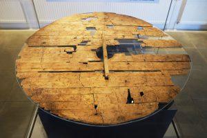Щит викингов, обнаруженный на месте круглой крепости Треллеборг