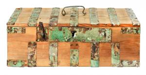 Частично восстановленный сундук с острова Бирка